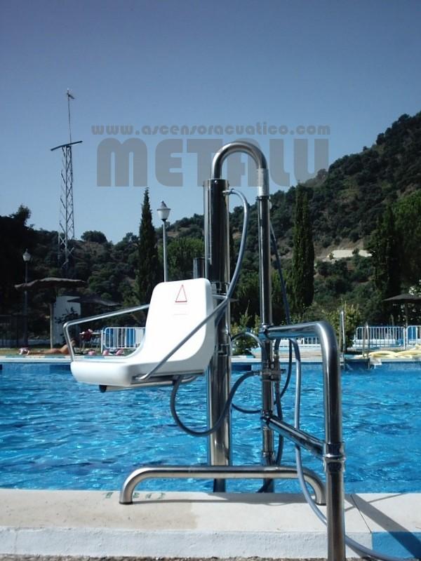 Piscina municipal de Algaucin. Elevador de piscinas Metalu B-2