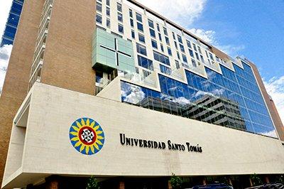 Dr._Angelico_Universidad_Santo_Tomás