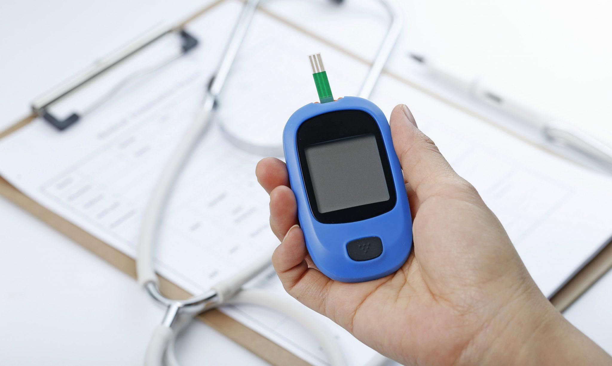 Lei garante que pessoas com diabetes podem medir glicose em farmácias