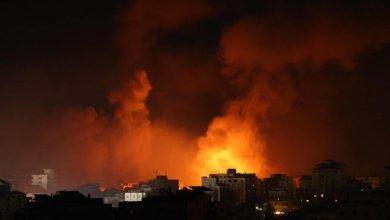 صورة إسرائيل تقصف منزل زعيم حماس في غزة مع دخول القتال لليوم السابع..