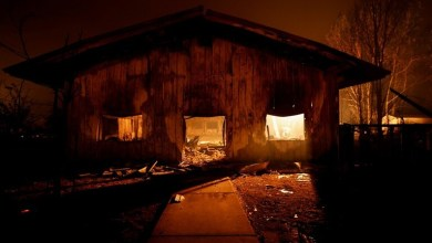صورة حريق يدمّر بلدة تاريخية في كاليفورنيا…