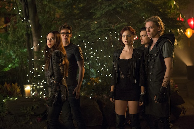 Isabelle Lightwood (Jemima West), Simon Lewis (Robert Sheehan), Clary Fray (Lily Collins), Alec Lightwood (Kevin Zegers, behind) and Jace Wayland(Jamie Campbell Bower)