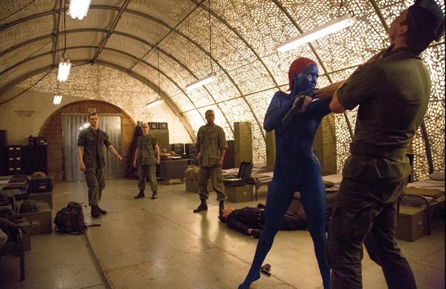 Mystique nos muestra sus nuevas habilidades marciales