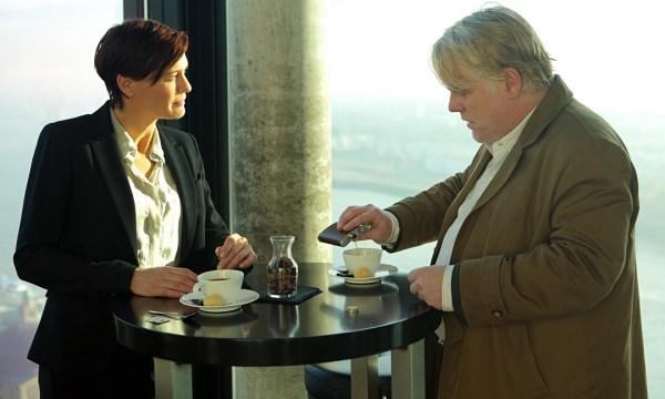 Robin Wright es  Martha Sullivan, cabecilla de la CIA en Hamburgo.