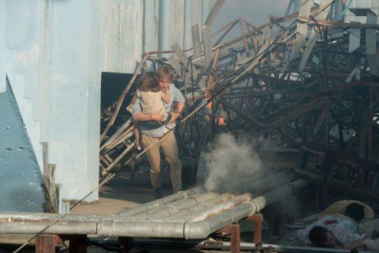 Dywer (Owen Wilson) intenta proteger a su familia de la venganza.
