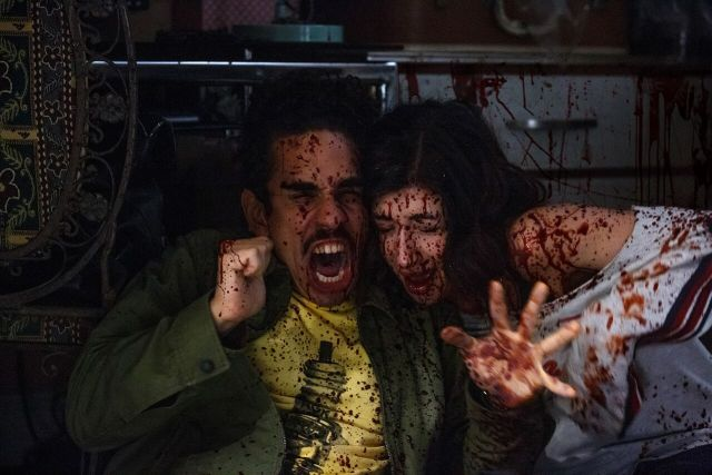 """Pablo (Ray Santiago) y Kelly (Dana DeLorenzo) son los primeros en descubrir el """"talento"""" de Ash."""