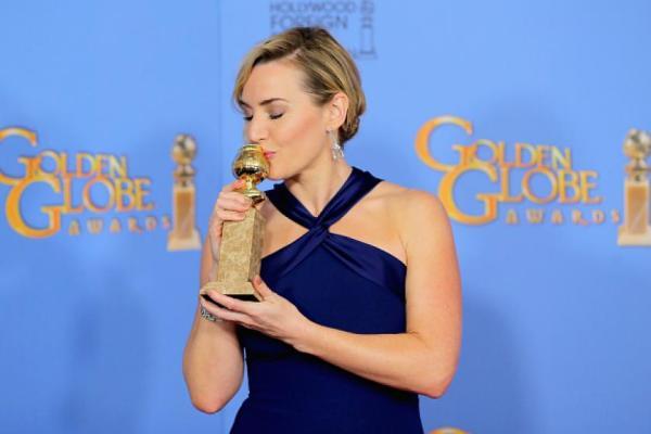Kate queriendo mucho a su galardón.