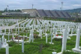 Quando faltou lugar para enterrar os mortos, o estádio foi transformado em cemitério