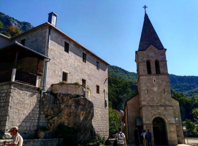 monasterio-debaixo-ostrog