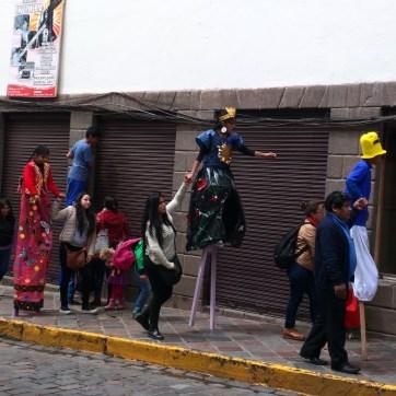 Carnaval Cusco pernas de pau 4