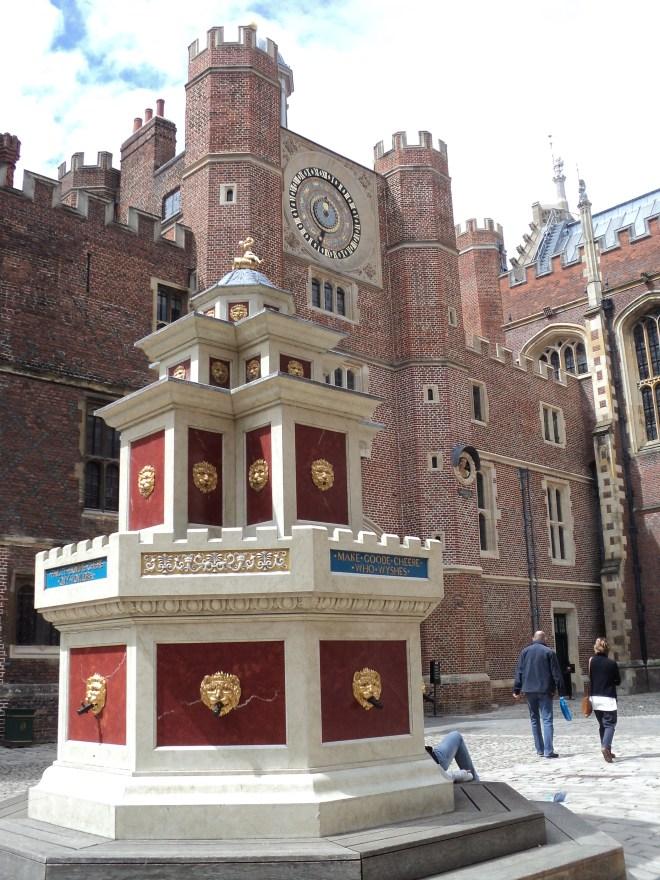 Hampton Court Palace Pátios 1