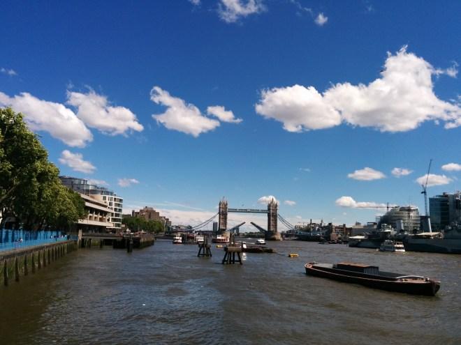 Tower Bridge aberta Londres