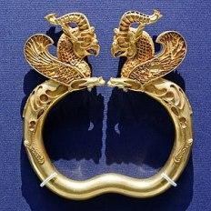 300px-Armlet_from_the_Oxus_Treasure_BM_1897.12-31.116