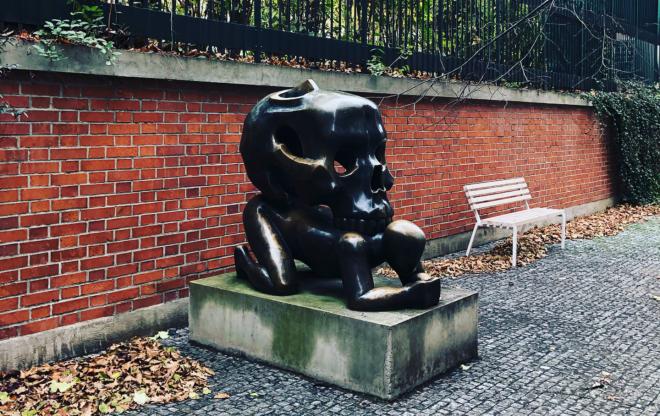 Jaroslav Rona parábola caveiras Praga estátuas