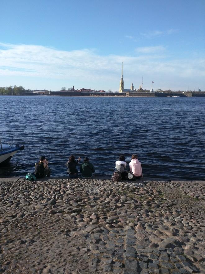 Petersburgo Fortaleza de Pedro e Paulo do outro lado do rio Neva
