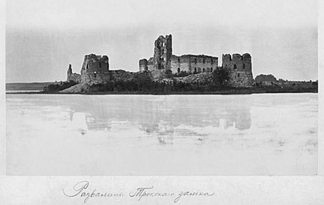 Trakai-castle-ruins-old-photo-about-1870-1880 wikicommons
