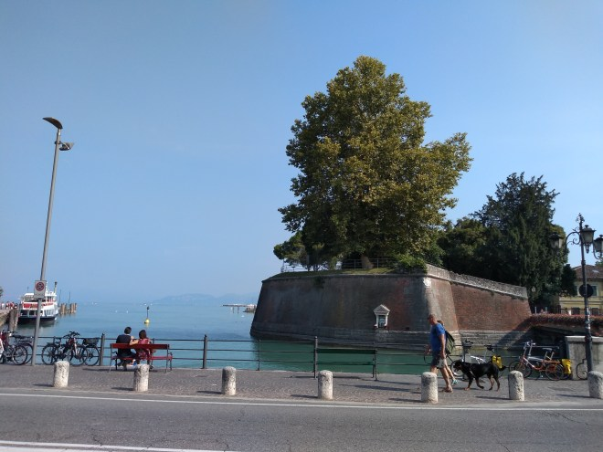 Lago de Garda Peschiera fortaleza no porto