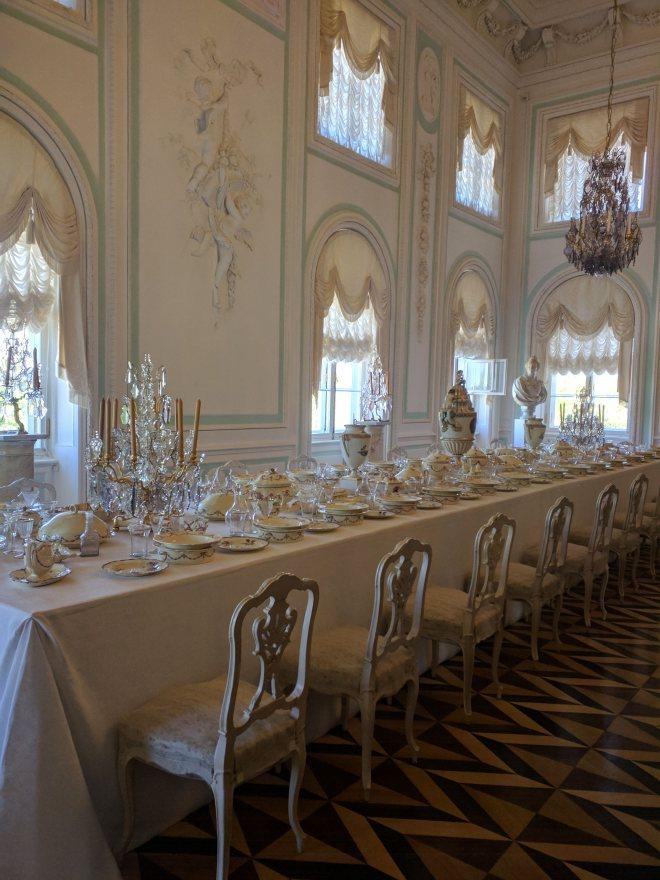 Petergof Russia Petersburgo grande palacio pratos