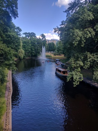 Riga Letonia parques ao redor do centro historico