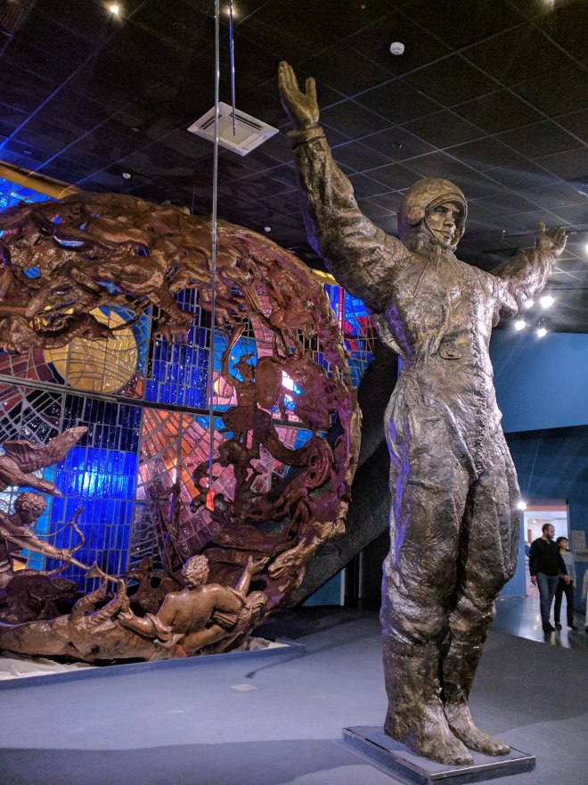 Moscou museu dos cosmonautas estatua do Gagarin