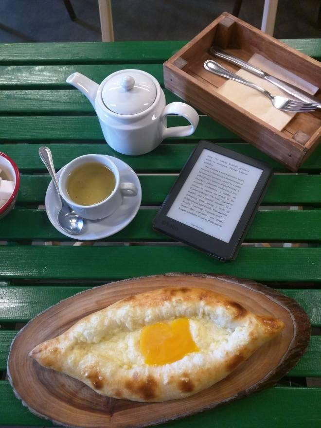 khachapuri po adjarski comida georgia russia queijo ovo manteiga