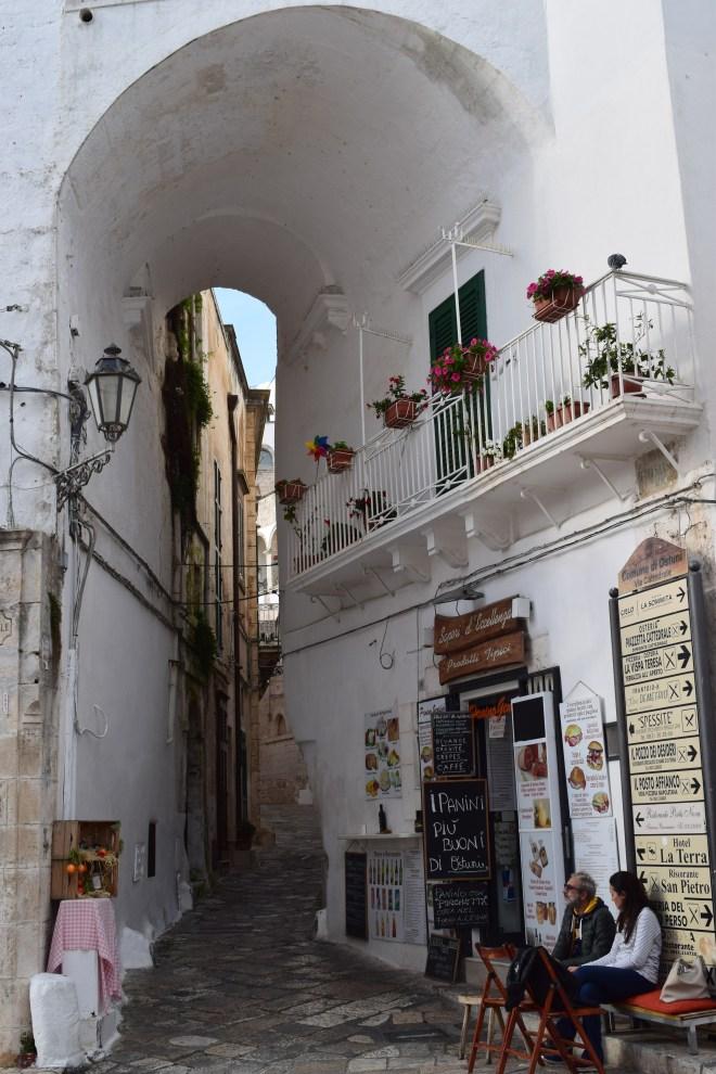 Ostuni cidade branca puglia italia ruas