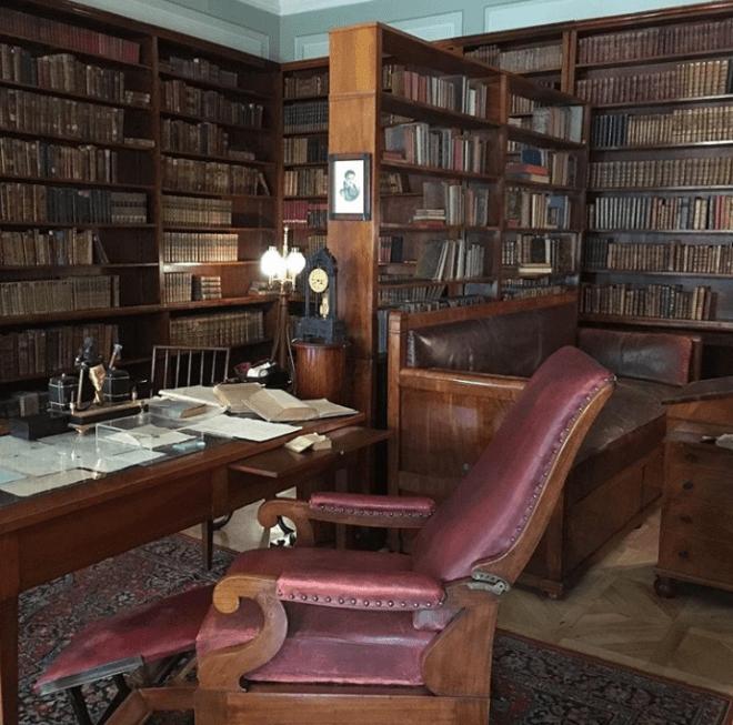 Petersburgo apartamento Puchkin poeta russo divã