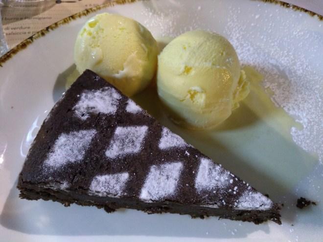 comidas tipicas provar bologna torta tenerina