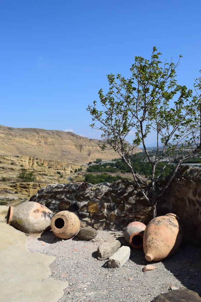 Uplistsikhe cidade cavernas Georgia qvevri vinho