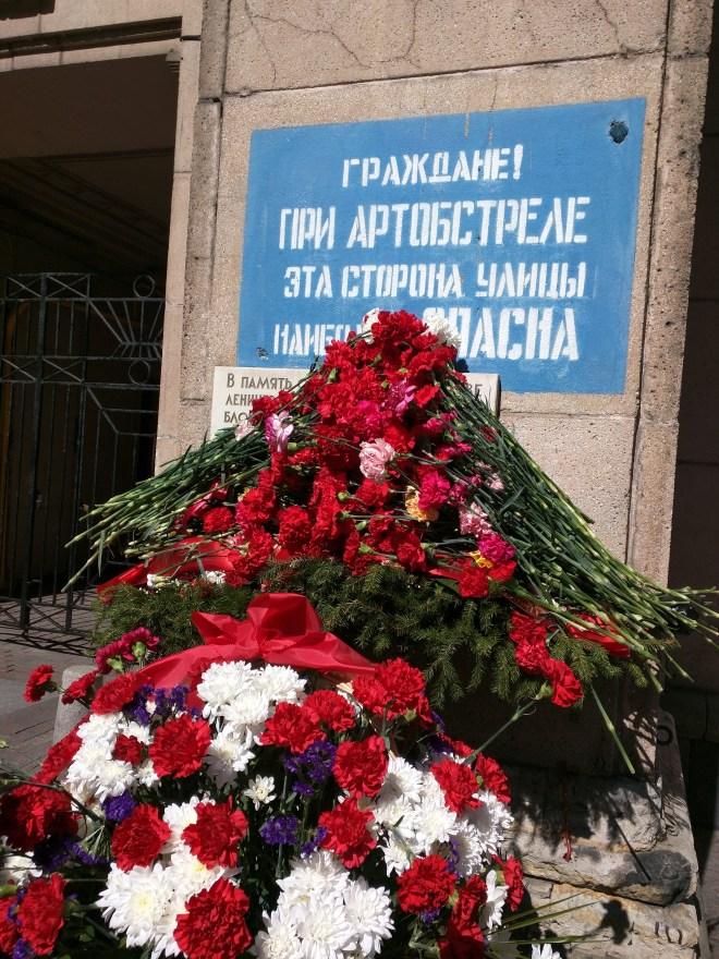 Petersburgo avenida nevski homenagem cerco segunda guerra
