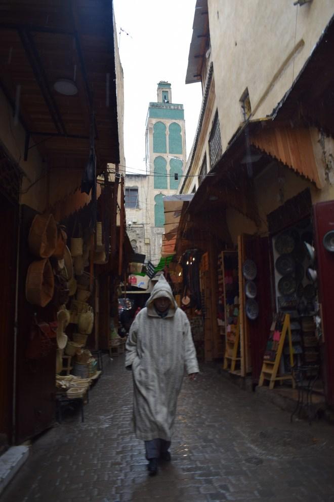 Marrocos Fez espiando portas medina Sidi Ahmed al-Tijani Zaouia minarete
