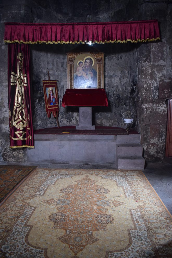 Armenia lago sevan monasterio medieval Hayravank interior