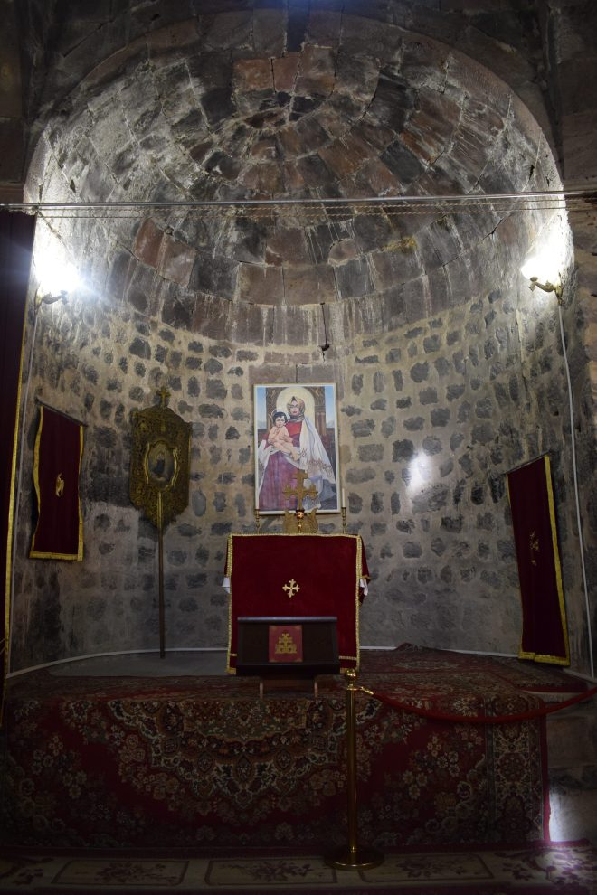 Armenia lago sevan monasterio medieval Sevanarank igrejas interior