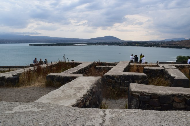 Armenia lago sevan monasterio medieval Sevanarank ruínas