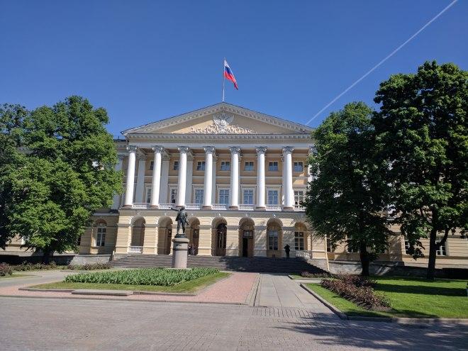 Petersburgo bairro Smolni instituto estatua lenin