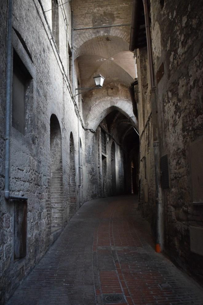 Perugia via volte della pace rua medieval