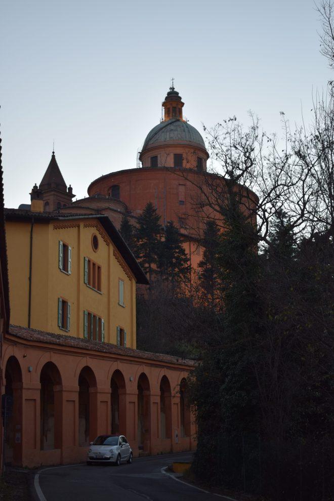 Bologna estrada porticos igreja san luca chegada 2