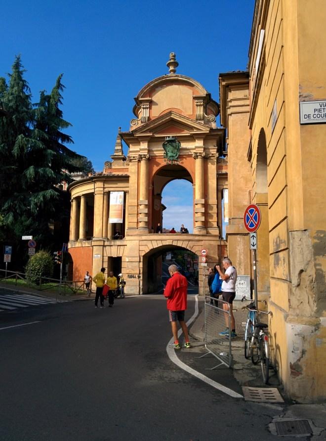 Bologna estrada porticos igreja san luca portal