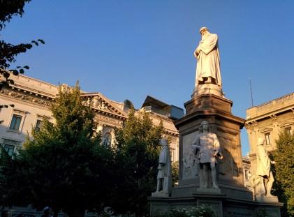 Milão visitar estátua da vinci