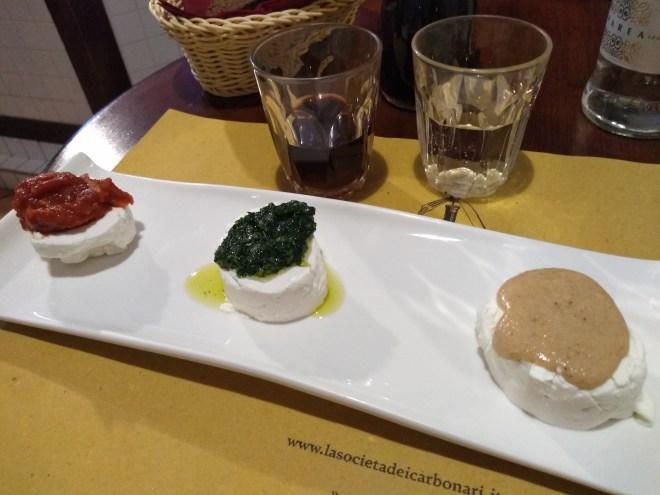 pratos tipicos provar piemonte tomino queijo cabra molho