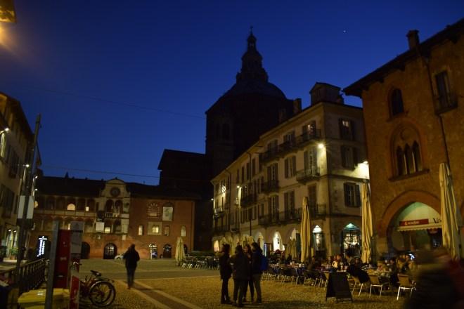 Pavia praça duomo