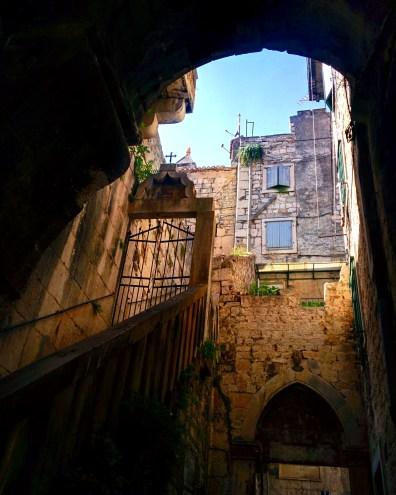 Dentro do Palácio de Diocleciano Split