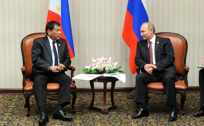 rodrigo_duterte_with_vladimir_putin_2016-02