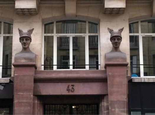 """""""Flash informativo"""". Foto capturada en la Rue Beaubourg."""