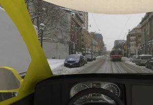 Kuljettajan tuulilasinäkymä ja eteen tulevat tilanteet ovat hyvin autenttisia.