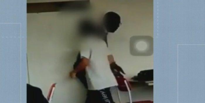 Resultado de imagem para Vídeo mostra alunos agredindo e humilhando professor em Rio das Ostras (RJ)
