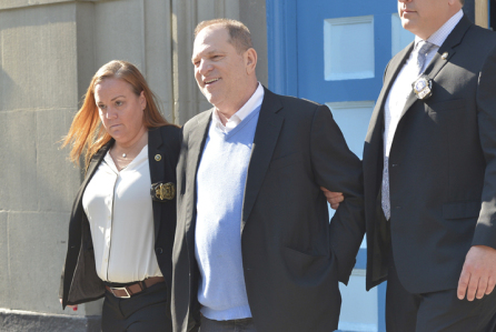 NY: Harvey Weinstein leaves NYPD at Manhattan 1st Precinct in cu
