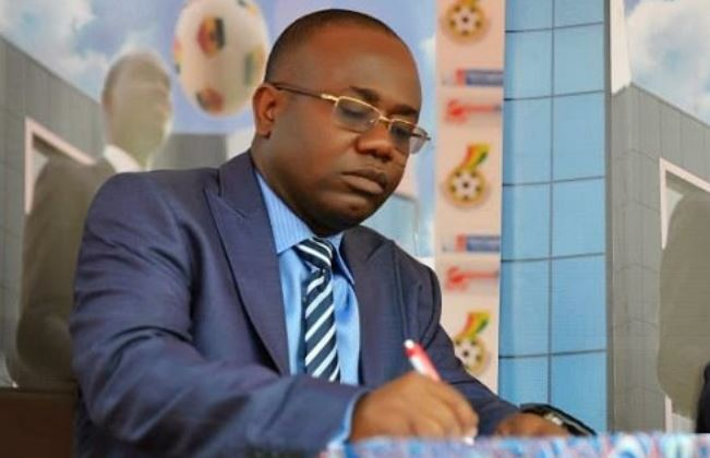 Kwesi Nyantakyi signs document