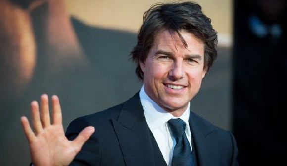 Tom Cruise Not to scale
