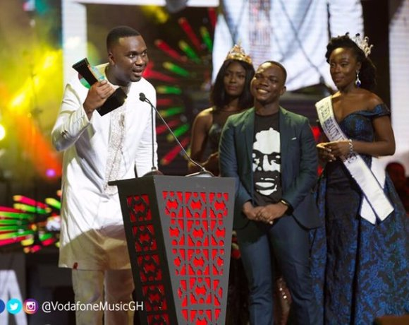 Joe Mettle was crowned the VGMA Artiste of the Year in 2017